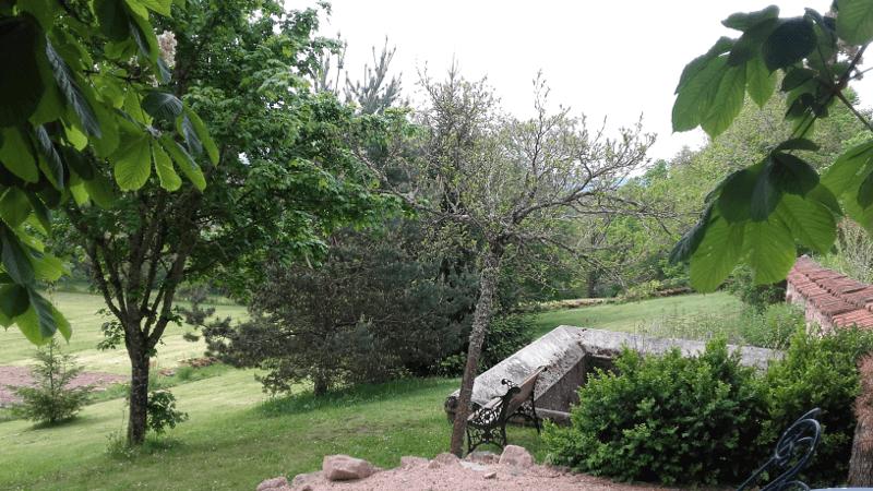 jardin devant le gîte La Picolina